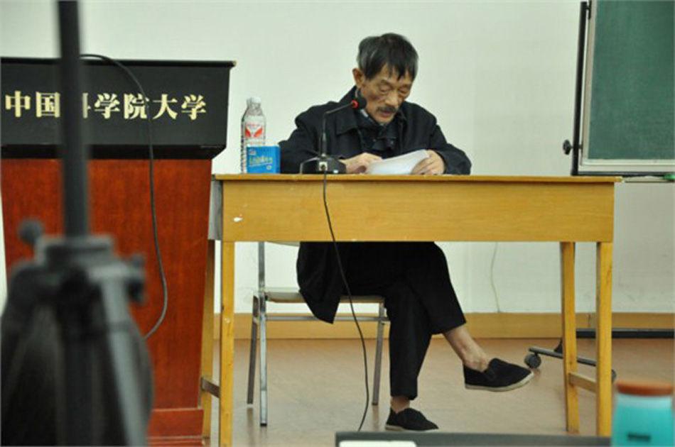 地理学家李小文:光脚穿布鞋做报告走红网络