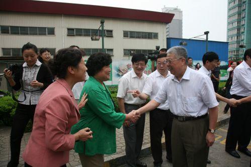 李立国部长在济南市历下区调研社区建设和社区基层组织开展创先争优活动情况。
