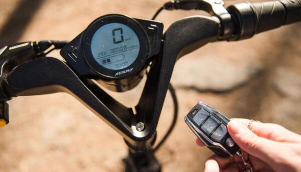 一秒即可折叠的电单车,带防盗和GPS寻车功能