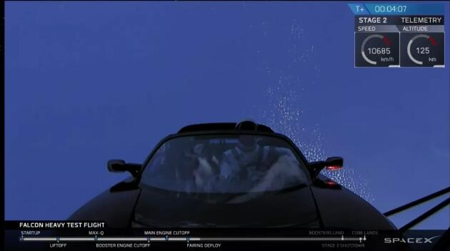 SpaceX发射猎鹰重型火箭 把特斯拉跑车送入太空