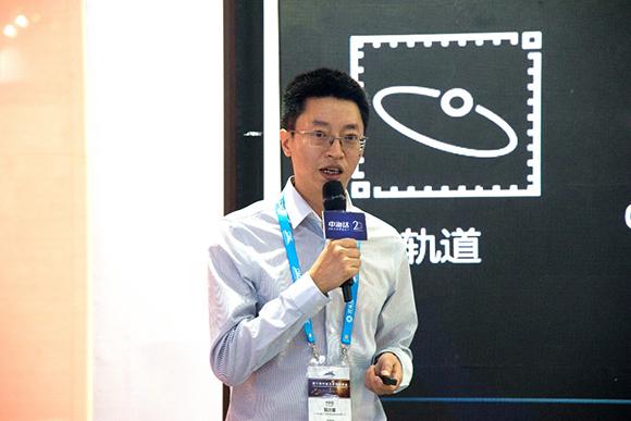 中海达集团常委兼测绘公司总经理鲍志雄作报告.jpg