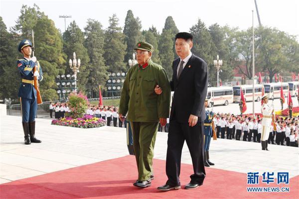 (XHDW)(14)国家勋章和国家荣誉称号颁授仪式在京举行