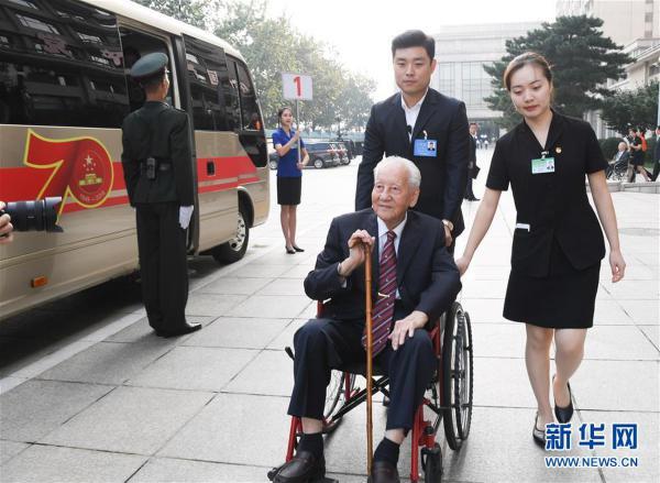 (XHDW)(2)国家勋章和国家荣誉称号颁授仪式在京举行