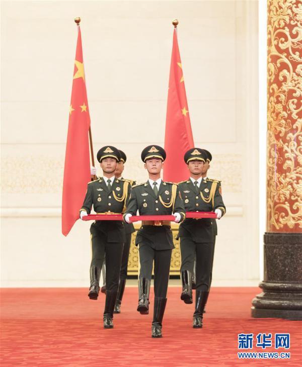 (XHDW)(25)国家勋章和国家荣誉称号颁授仪式在京举行
