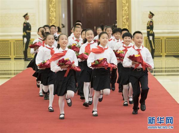 (XHDW)(29)国家勋章和国家荣誉称号颁授仪式在京举行