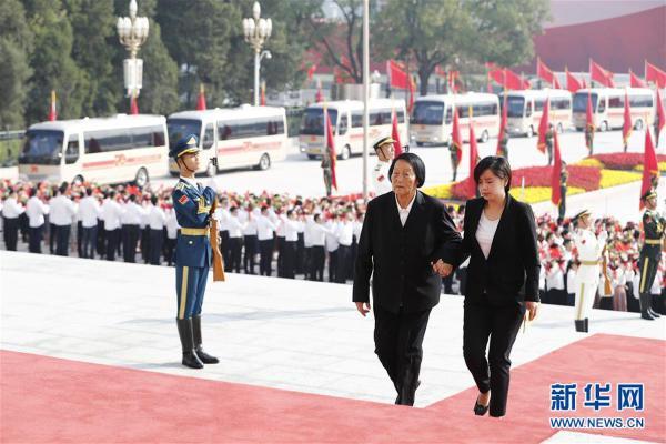 (XHDW)(16)国家勋章和国家荣誉称号颁授仪式在京举行