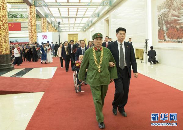 (XHDW)(31)国家勋章和国家荣誉称号颁授仪式在京举行