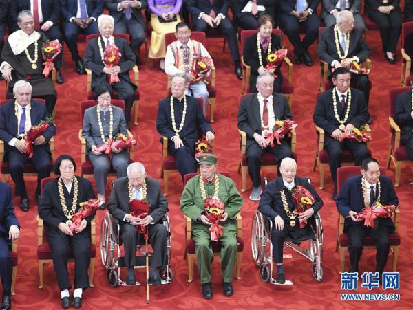 (时政)(10)国家勋章和国家荣誉称号颁授仪式在京举行