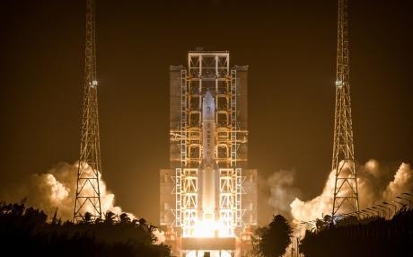 嫦娥五号探测器发射成功